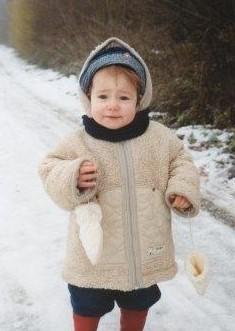 kleine lisa in sneeuw