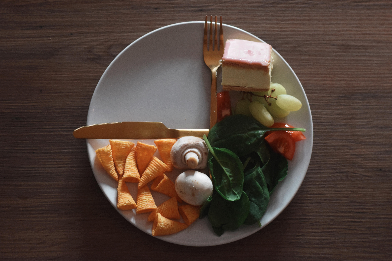 Afbeelding met tafel, voedsel, bord, binnen  Automatisch gegenereerde beschrijving